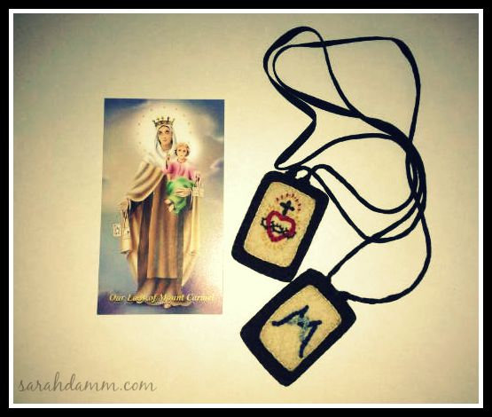 My scapular made by my friend Barbara and a lovely prayer card, which contains the prayer below.