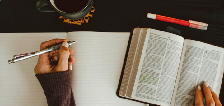 Six Tips to Add Journaling Into Your Prayer Routine | sarahdamm.com